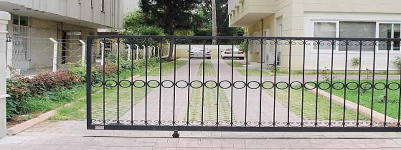 Yana Kayar Bahçe Kapıları